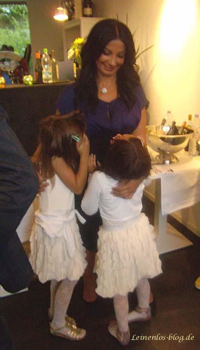 Nisvican Roloff-Ok mit Töchtern