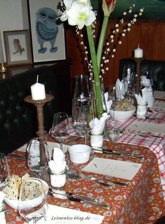Dinnerclub: Gedeckter Tisch wartet auf das Eintreffen der Gäste