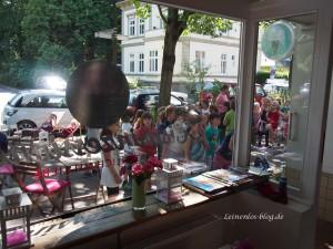 Großer Andrang vor dem Eis-Café