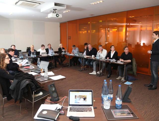 Dominic Krätz präsentiert das Konzept der Patisserie ISABELLA vor der Fach-Jury