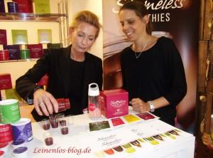 Ulrike Haeser präsentiert mit Nadine Sinclair ihre Smoothies aus der Gefriertrocknung