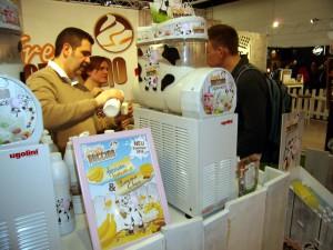 Fresh Puccino Gründer an der Eismaschine