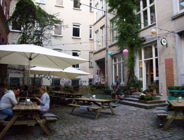 Jill Pizza -Innenhof