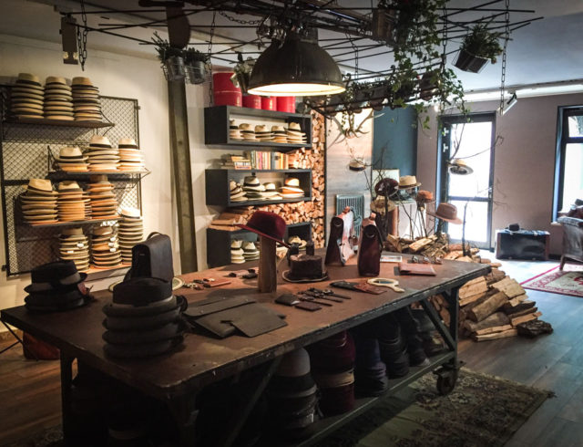 Hut-Styler Geschäft im Nikolaiviertel Berlin