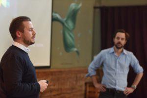 Fabio Haebel und Marcus Mohr präsentieren bei der Jurysitzung Gastro Startup 2017