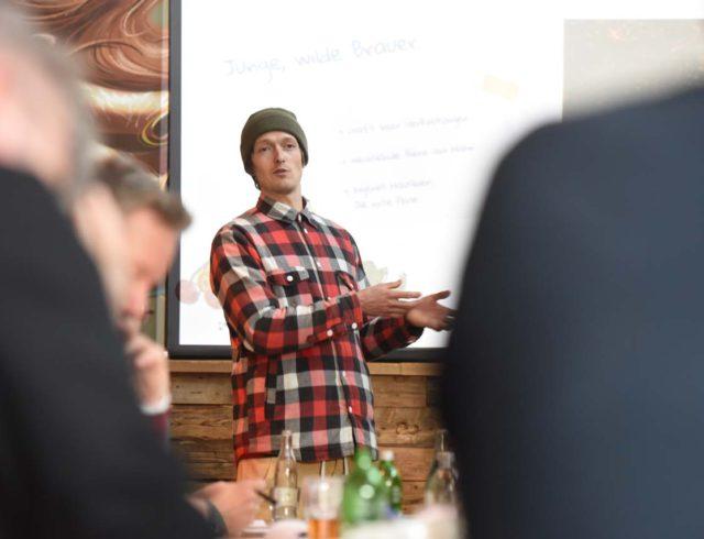 Kilian Stückler von Hirschbräu stellt sein Craft Beer vor