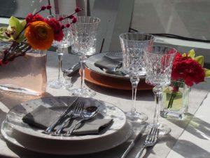 Blumenschmuck bei Tisch
