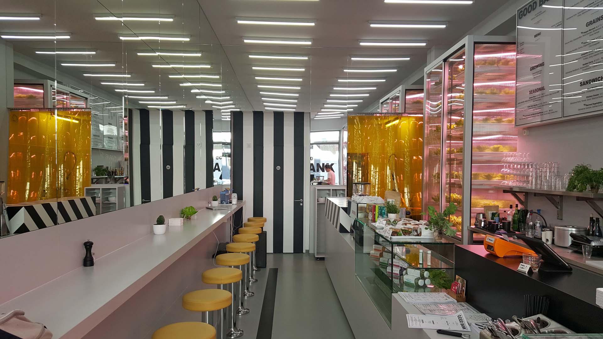 labor atmosph re im restaurant good bank berlin leinenlos. Black Bedroom Furniture Sets. Home Design Ideas