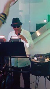 DJ Louis Bacarolle heizt ein