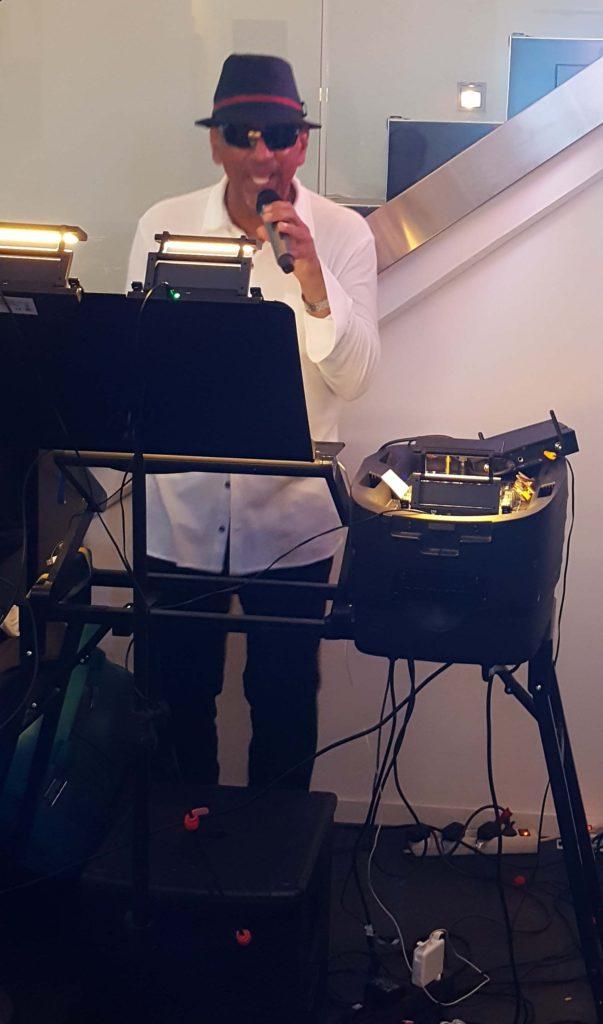 DJ Louis Bacarolle in Nissis Kunstkantine