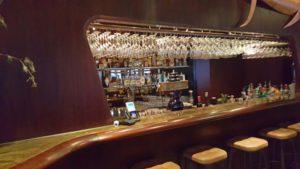 Rive Bar: geformt wie im Schiff