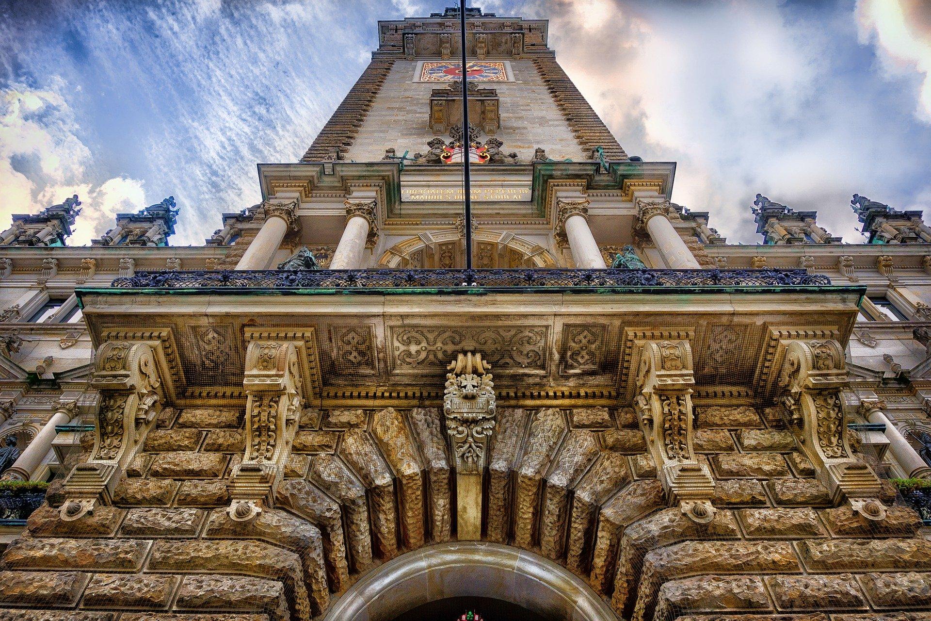 Hamburger Rathaus, Bild von liggraphy auf Pixabay