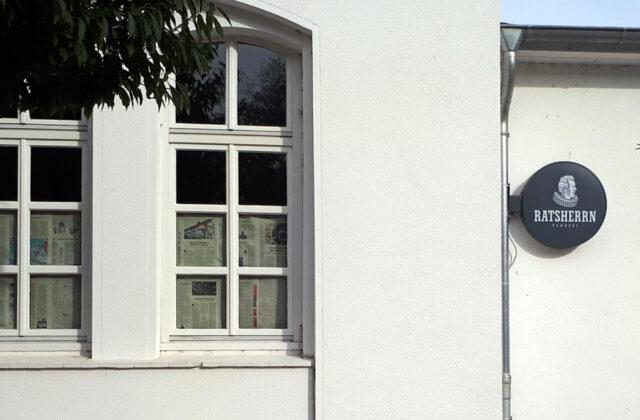 abgeklebte Fenster beim früheren Restaurant HEAT