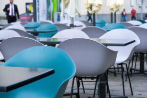 Gastronomie, leere Stühle